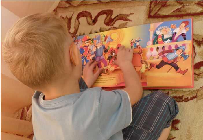 Полисенсорные книжки в подарок получат маленькие москвичи в Международный день слепых